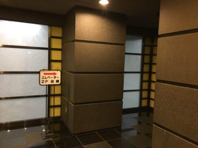 川島第20ビルエレベーター前